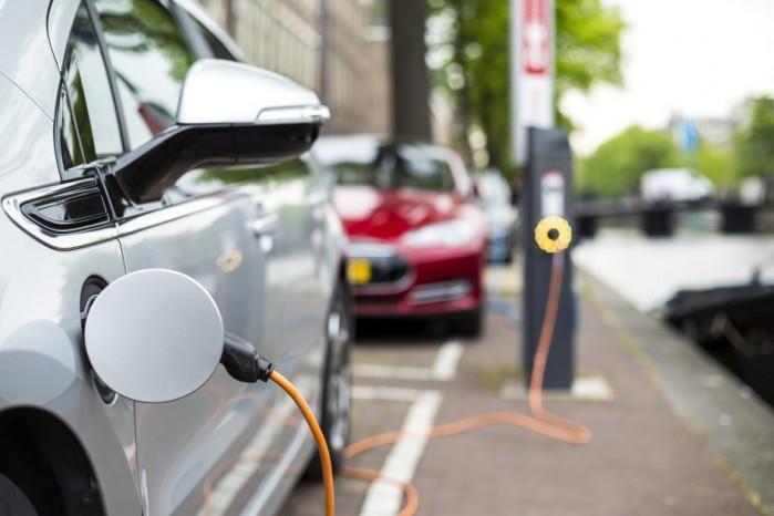Enkele voor- en nadelen van elektrisch rijden | Elektrisch rijden, het vervoer van de toekomst? [Blogpost] van IKRIJ.nl in Den Haag