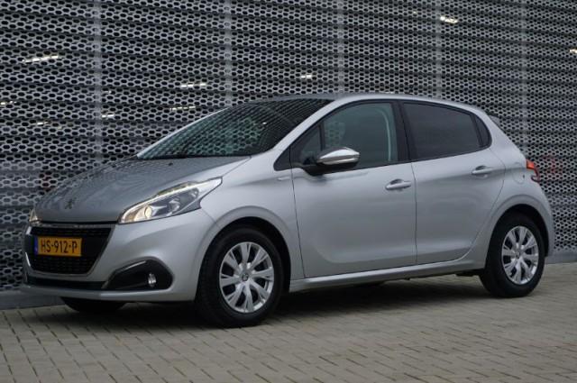 Private Lease nu als outlet aanbieding extra voordelig deze Peugeot 208 1.2 puretech urban soul 60kW (HS-912-P) van IKRIJ.nl vanaf €259 per maand